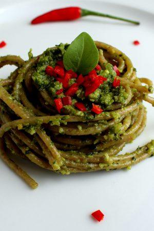 Pesto Pasta | www.notafoodexpert.com